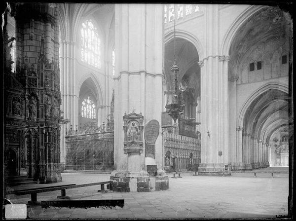 Catedral-Vista del crucero desde una de las naves frente al altar mayor_CA-0179-VI