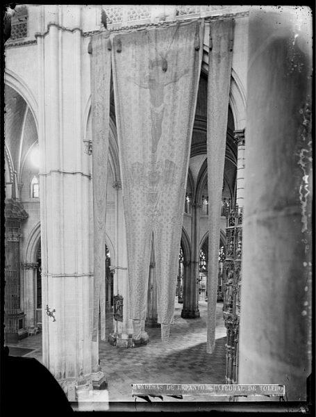 Catedral-Vista del crucero, en el lado del Evangelio, con banderas de Lepanto_CA-0173-VI
