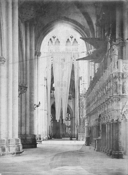 Catedral-Vista interior de una de sus naves con el Pendón de Lepanto_CA-0306-PA