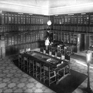 53. La primera biblioteca en el Alcázar