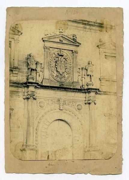 LA-0234080-PA_Alcázar-Portada de la fachada norte del Alcázar-Colección Luis Alba