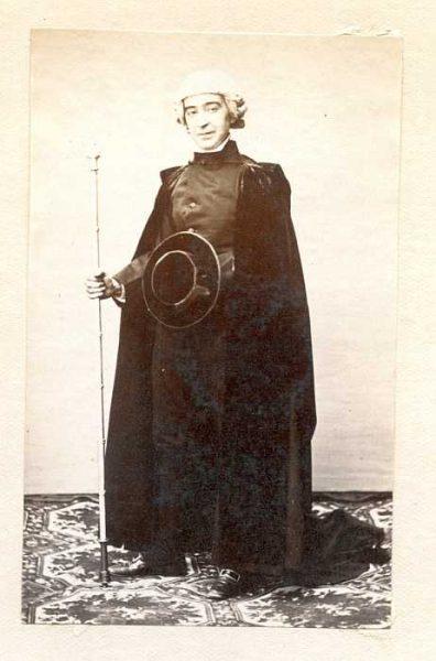 LA-1037067-PA_Hombre con su vestimenta de la festividad del Corpus-Colección Luis Alba