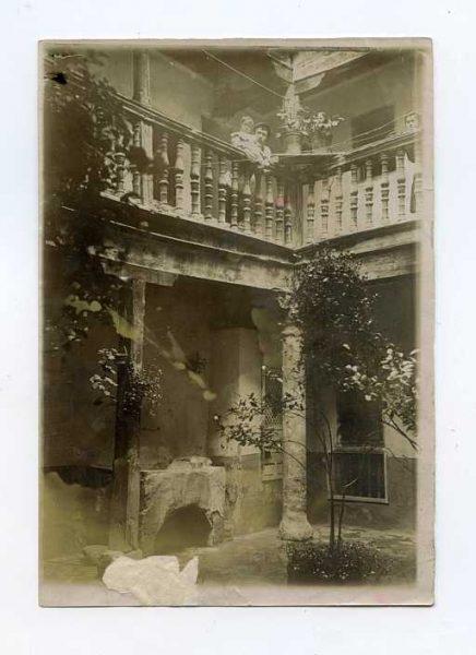 LA-1134221-PA_Patio de una casa en la calle de las Bulas-Colección Luis Alba