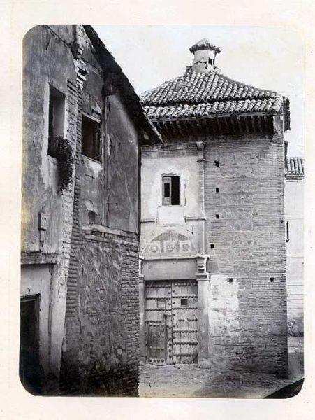 LA-133080-PA_Palacio del rey don Pedro I en la plaza de Santa Isabel-Portada-Colección Luis Alba