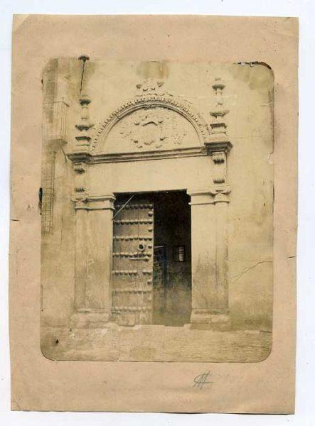 LA-1334082-PA_Portada renacentista en la plaza de San Vicente-Colección Luis Alba