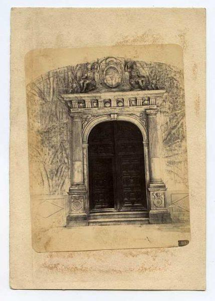LA-134088-PA_Hospital Tavera-Puerta de la iglesia-Colección Luis Alba
