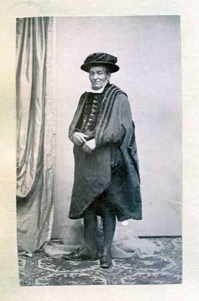 LA-1537072-PA_Hombre con su vestimenta de la festividad del Corpus-Colección Luis Alba