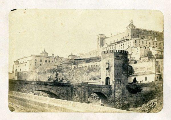 LA-335054-PA_Vista del puente de Alcántara y del Alcázar-Colección Luis Alba
