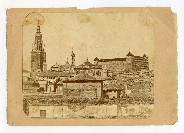 LA-534081-PA_Vista del caserío toledano junto a la Catedral, la torre del Reloj y el Alcázar-Colección Luis Alba