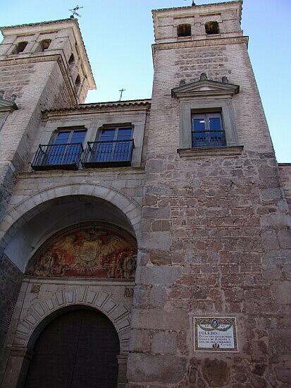 Placa en el patio interior de la Puerta de Bisagra 2