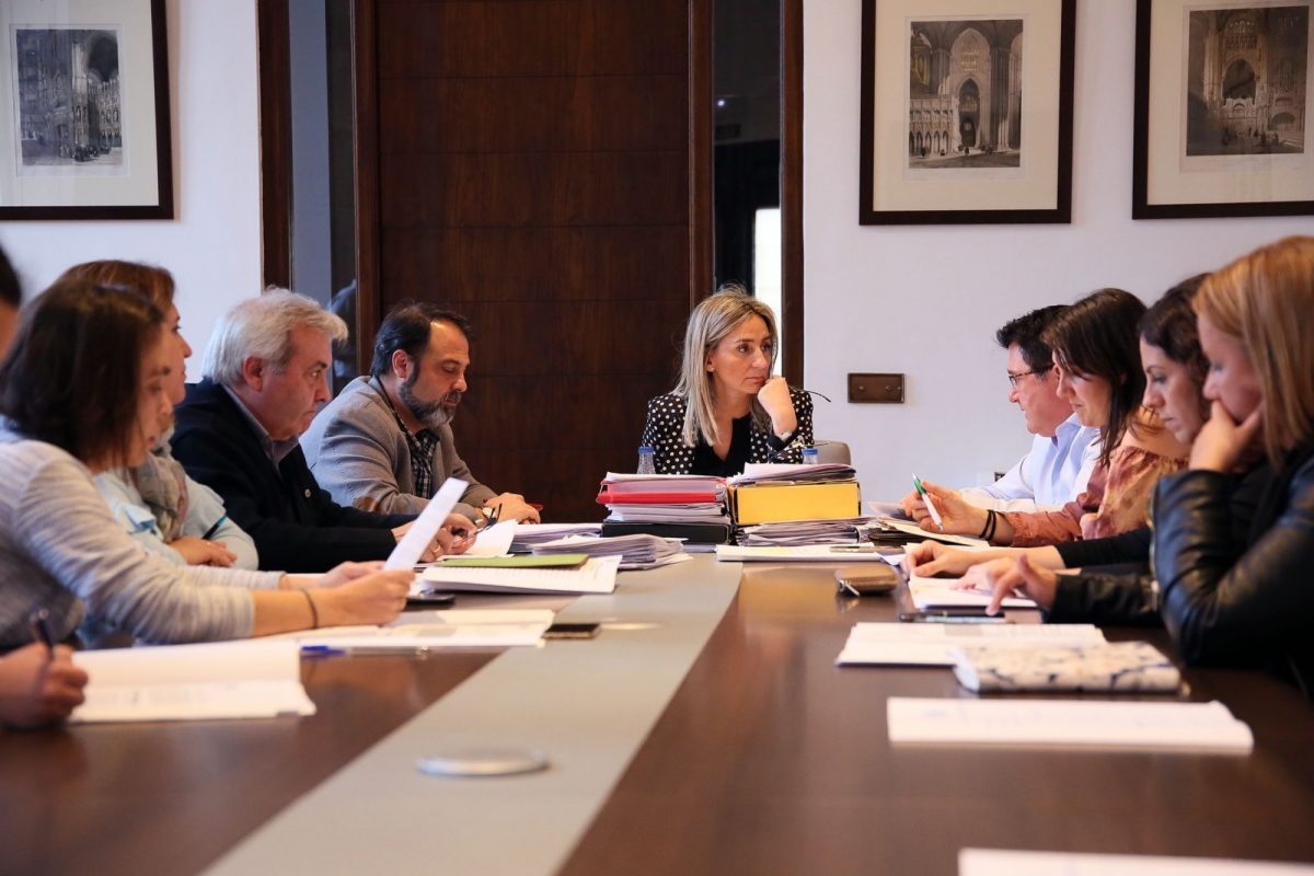 http://www.toledo.es/wp-content/uploads/2017/03/01_junta_gobierno-1200x800.jpg. Adjudicados los contratos de servicios jurídicos para defensa de intereses municipales y el concierto de Bisbal