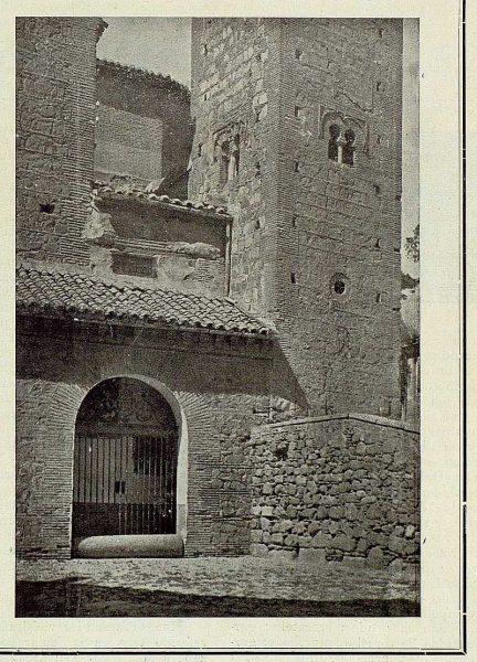 02-TRA-1925-223 - Iglesia de Santiago, entrada