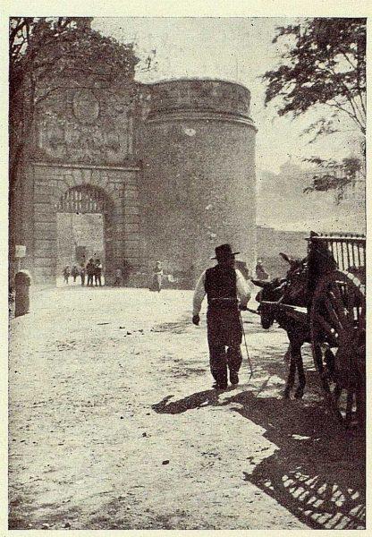 02-TRA-1926-228 - [Puerta de Bisagra]