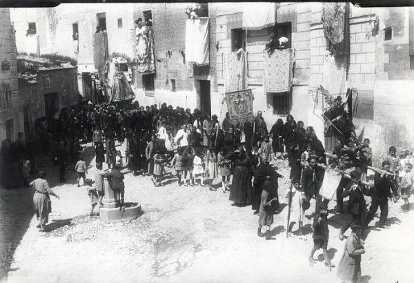 02_Toledo-Procesión de Nuestra Señora de los Remedios por la Plaza del Seco
