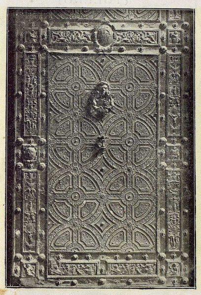 03-TRA-1921-169 - Catedral, detalle de la Puerta de los Leones