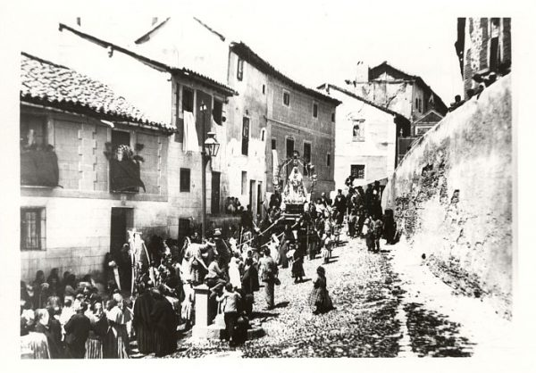 04_Toledo-Procesión de Nuestra Señora de la Paz por la calle de San Cipriano