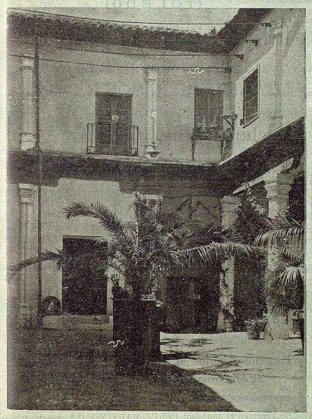 06-TRA-1920-154 - Patio toledano [Calle Núñez de Arce]