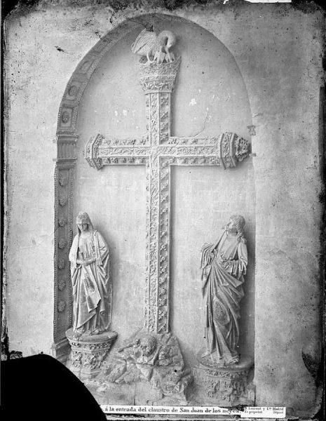 07-LAURENT - 0013 - Cruz renacimiento a la entrada del claustro de San Juan de los Reyes