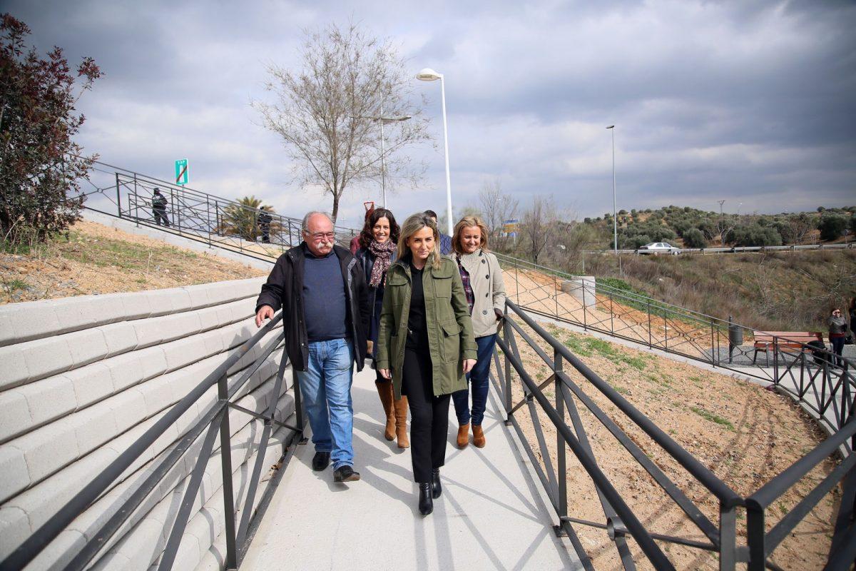 """La alcaldesa visita el paseo del Aserradero, """"otra demanda vecinal histórica a la que ha respondido el Ayuntamiento"""""""