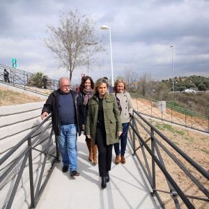 a alcaldesa visita el paseo del Aserradero, 'otra demanda vecinal histórica a la que ha respondido el Ayuntamiento'