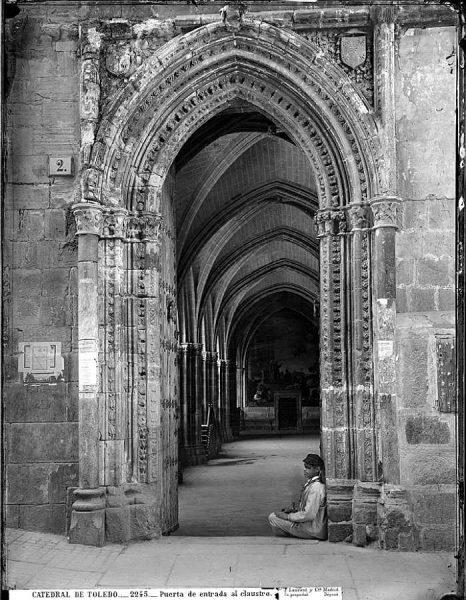 11-LAURENT - 2245 - Catedral de Toledo_Puerta de entrada al claustro_1