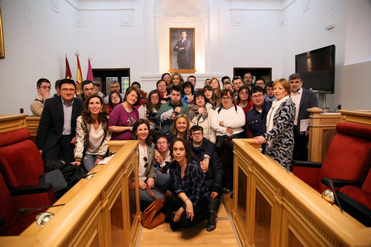 """http://www.toledo.es/wp-content/uploads/2017/03/15_dia_down-1200x800.jpg. La alcaldesa aboga en el Día del Síndrome de Down por """"seguir luchando para que ninguna diferencia suponga desigualdad"""""""