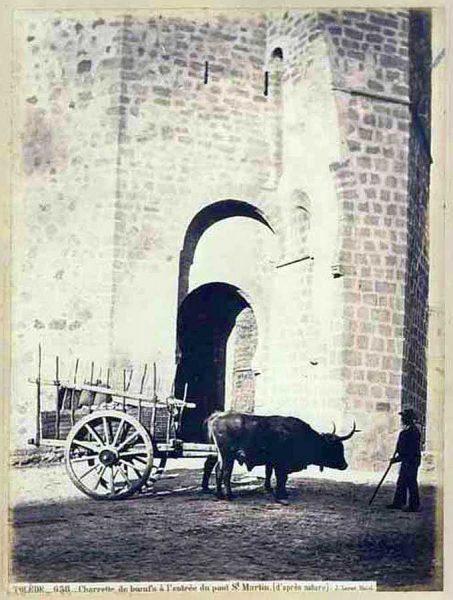 18-LAURENT - 0658 - Charrette de boeufs à l'entrée du pont Saint Martin