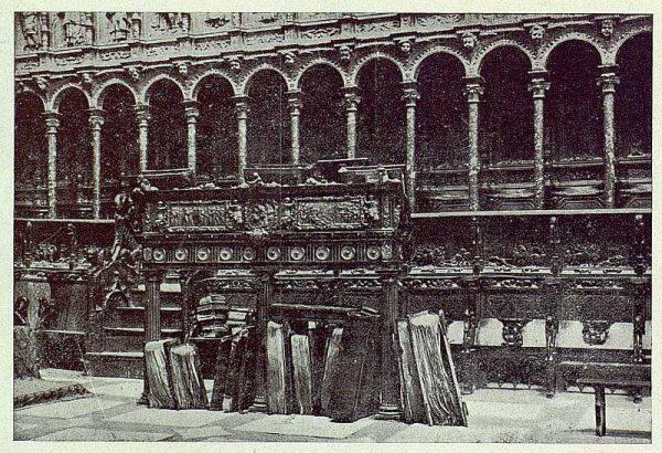 23-TRA-1924-210 - Catedral, Coro, Sillería y Atril