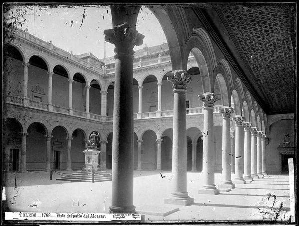 27-LAURENT - 1768 - Vista del patio del Alcázar_1