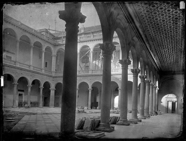28-LAURENT - 1768 - Vista del patio del Alcázar_2
