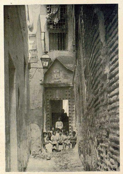 28-TRA-1931-287 - Callejón de la Soledad