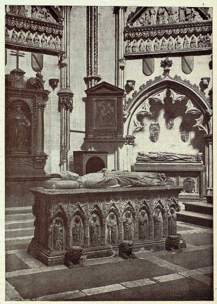 34-TRA-1928-254 - Catedral, capilla de San Ildefonso, sepulcro de Gil de Albornoz