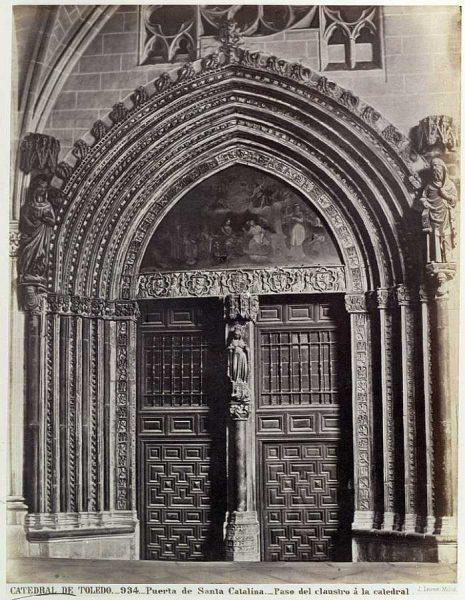 43-LAURENT - 0934 - Catedral de Toledo - Puerta de Santa Catalina_Paso del claustro_2