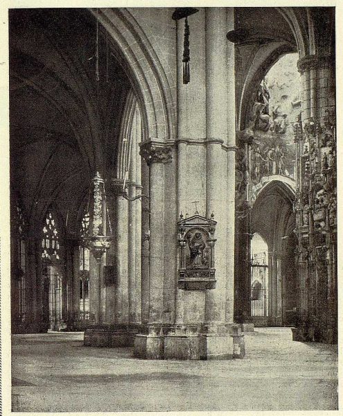 45-TRA-1928-252 - Catedral, naves