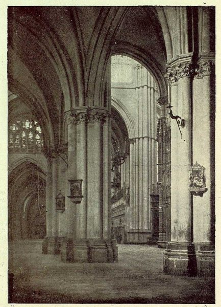 46-TRA-1930-277 - Catedral, naves