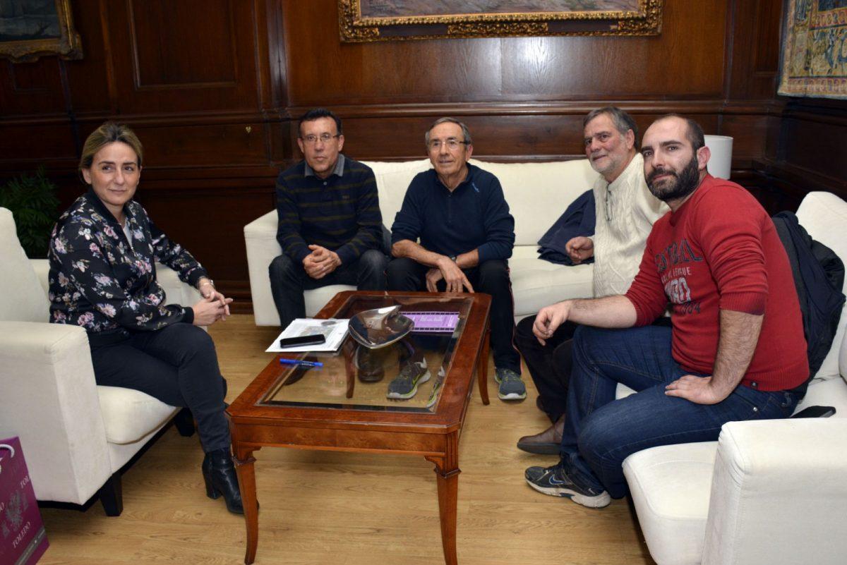"""http://www.toledo.es/wp-content/uploads/2017/03/reunion_organizadores_san_silvestre-1200x801.jpg. La alcaldesa traslada a """"Amigos del Atletismo"""" el apoyo del Ayuntamiento para potenciar la San Silvestre Toledana"""