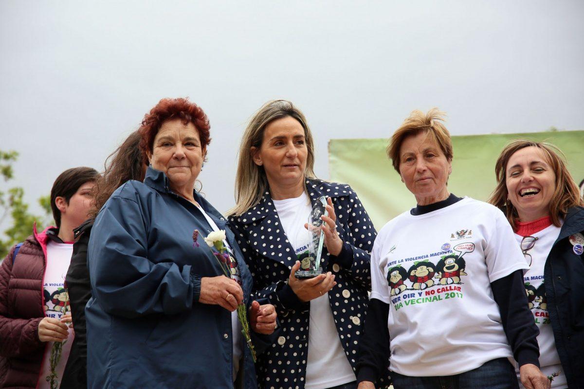 Milagros Tolón recoge el Premio Dulce del Día del Vecino que este año pone en valor el trabajo que desarrolla el Consejo de la Mujer