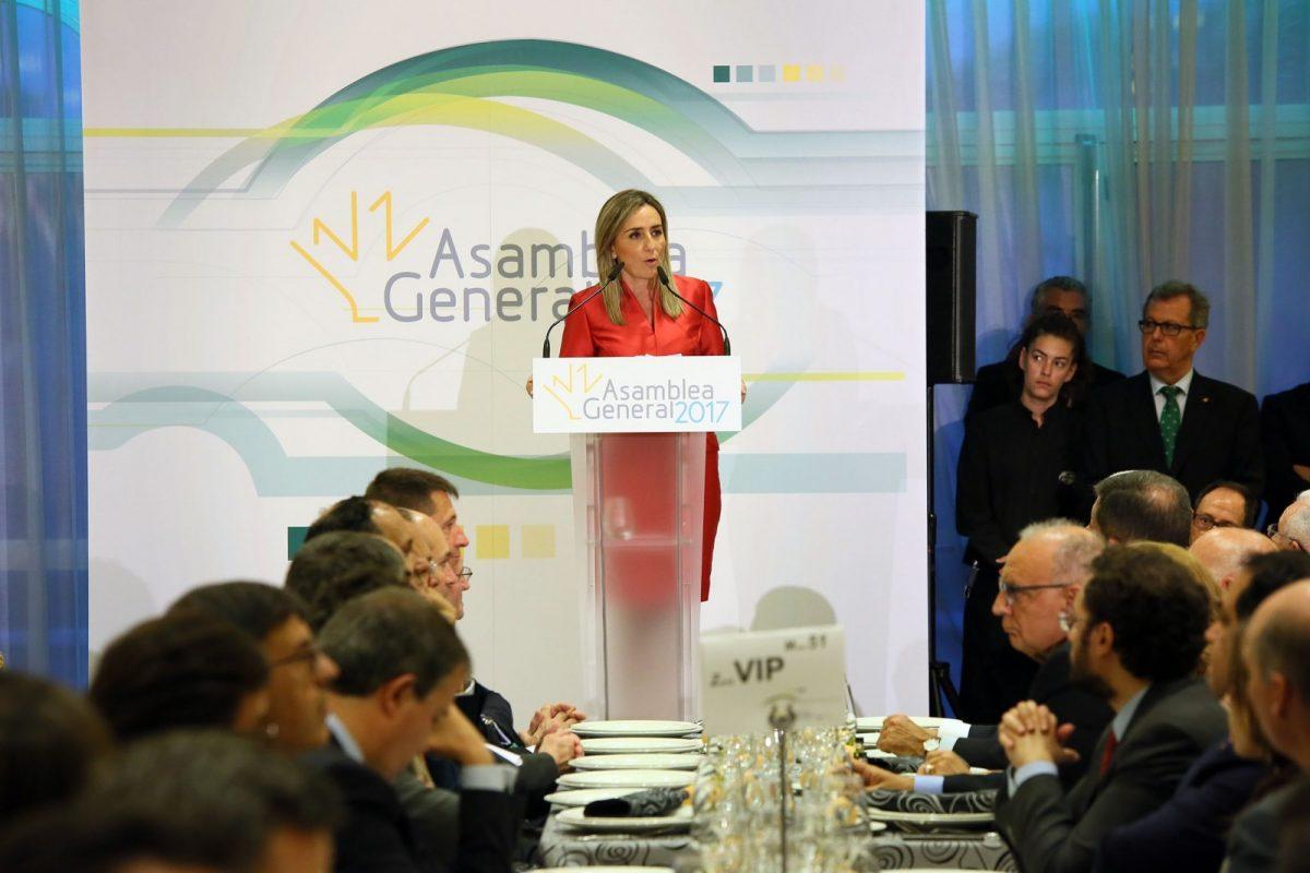 La alcaldesa valora la firme y clara estrategia gerencial de Caja Rural Castilla-La Mancha en la cena de la Asamblea General