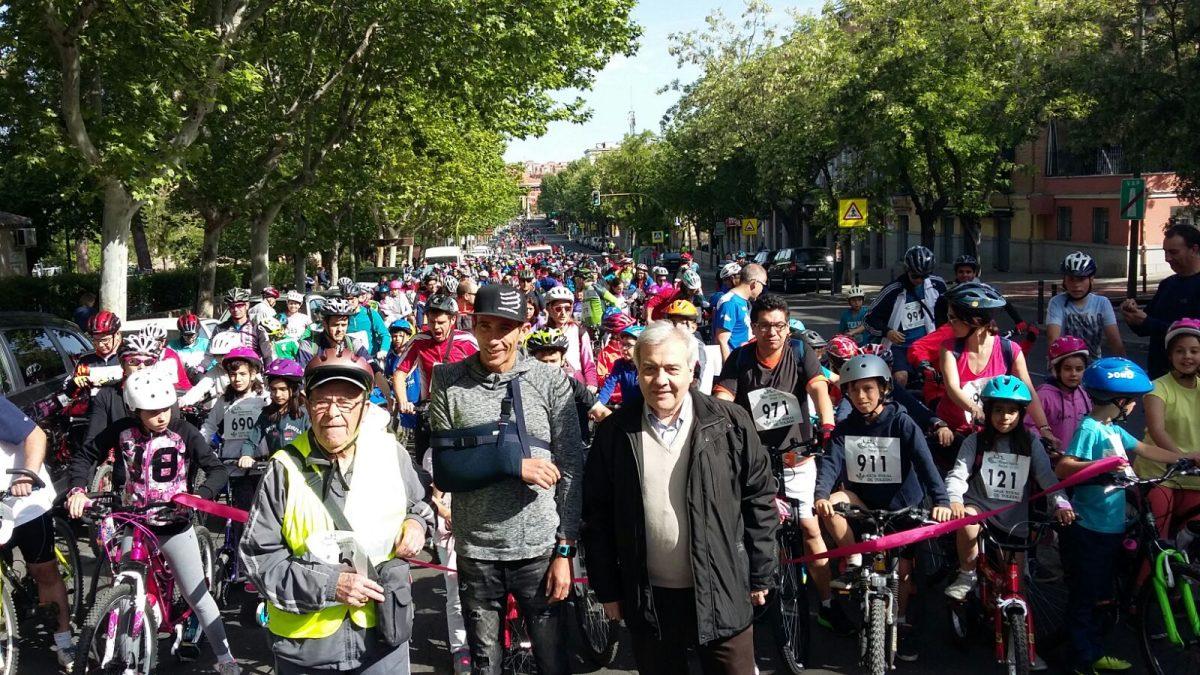 Alrededor de 800 aficionados ha participado en XX Día Municipal de la Bicicleta y IV Día del Patín organizado por el Ayuntamiento
