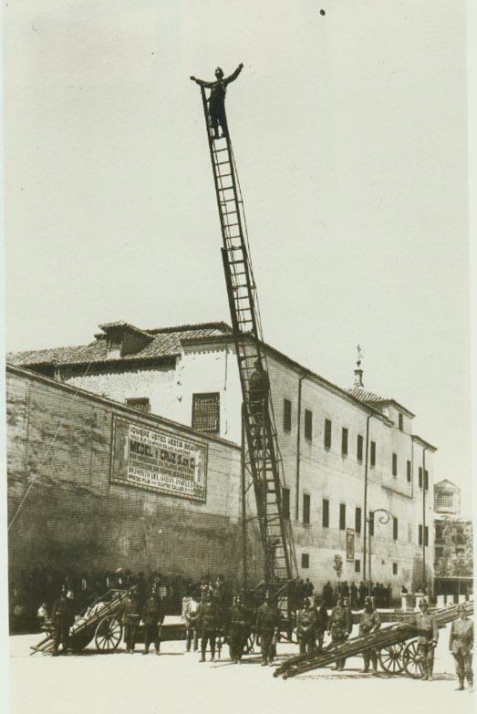 Escala antigua, marca Magirus, bomberos de Toledo