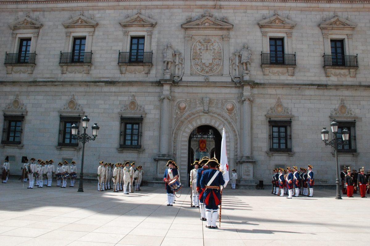 Izado de Bandera y Relevo de la Guardia