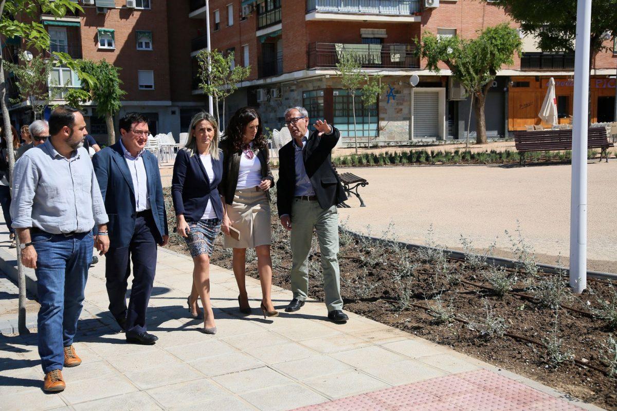 La alcaldesa inaugura la nueva ordenación urbana de Santa Teresa y los dos viales que conectan la avenida de América con Carlos III