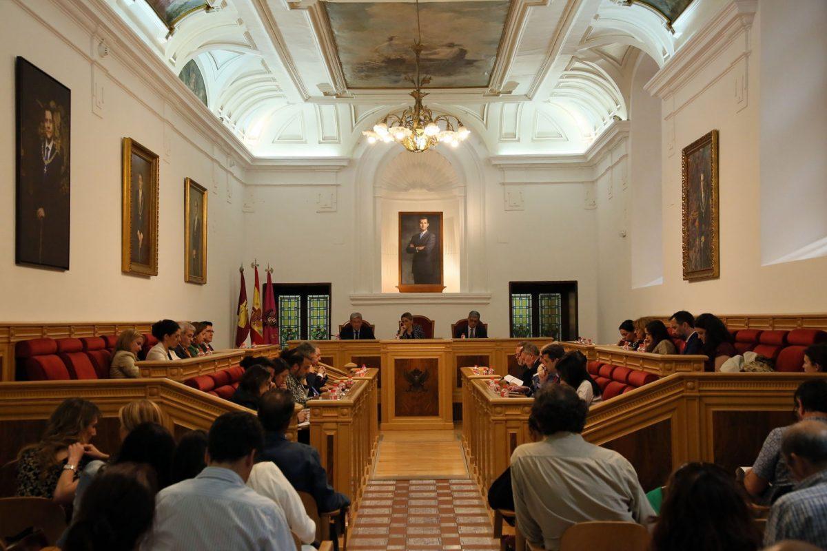 El Pleno municipal insta al Ministerio de Sanidad y Servicio Sociales a regular por ley la profesión de Educación Social