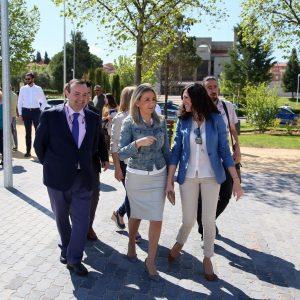La alcaldesa inaugura el parque de Río Miño, que aumenta las zonas verdes con una inversión de más de 200.000 euros
