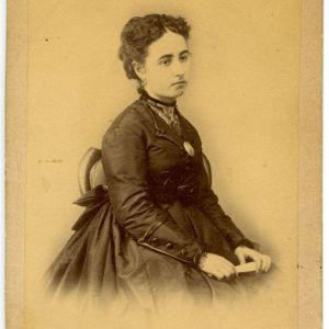 61. Dos mujeres, dos fotógrafos (Toledo, 1870)