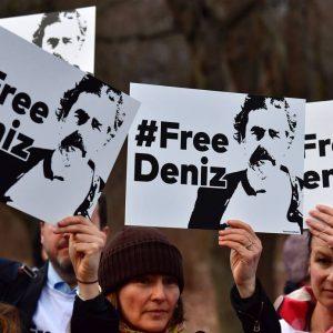 urquía: 250.000 personas exigen la liberación de periodistas encarcelados