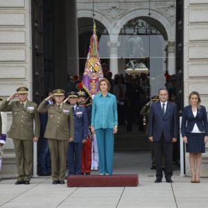 La alcaldesa participa en el acto del relevo de guardia a cargo del Regimiento de Infantería 'Inmemorial del Rey' número 1
