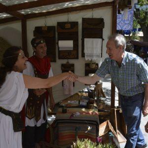 El paseo de la Vega acoge durante todo el fin de semana un Mercado Romano con actuaciones diarias y más de 120 puestos