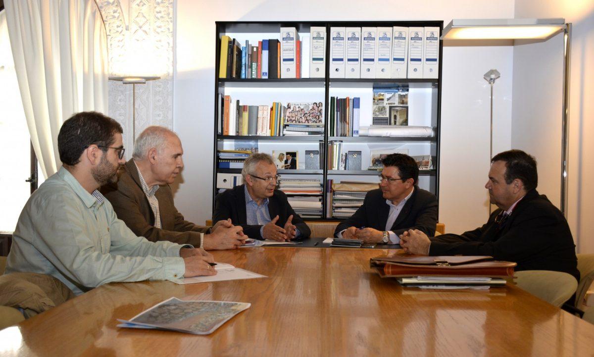 https://www.toledo.es/wp-content/uploads/2017/05/reunion-ingenieros-caminos-1200x721.jpg. El Gobierno Local recibe a representantes del Colegio Oficial de Ingenieros de Caminos