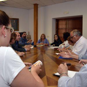 El Ayuntamiento coordina con las asociaciones de vecinos el calendario para la celebración de las fiestas de los barrios